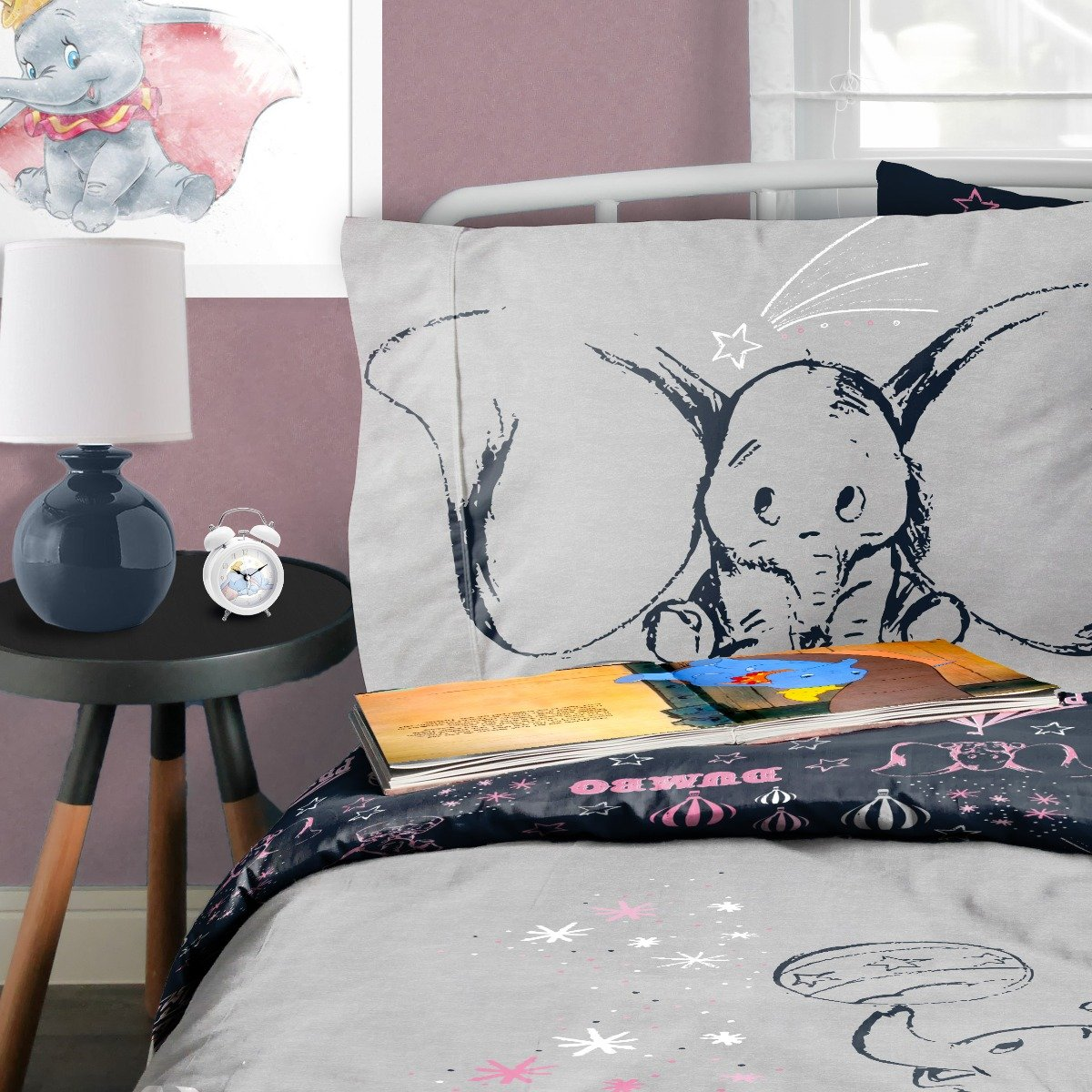Dumbo Presenting Dumbo Bedding - Reversible Duvet Cover and Pillowcase Set