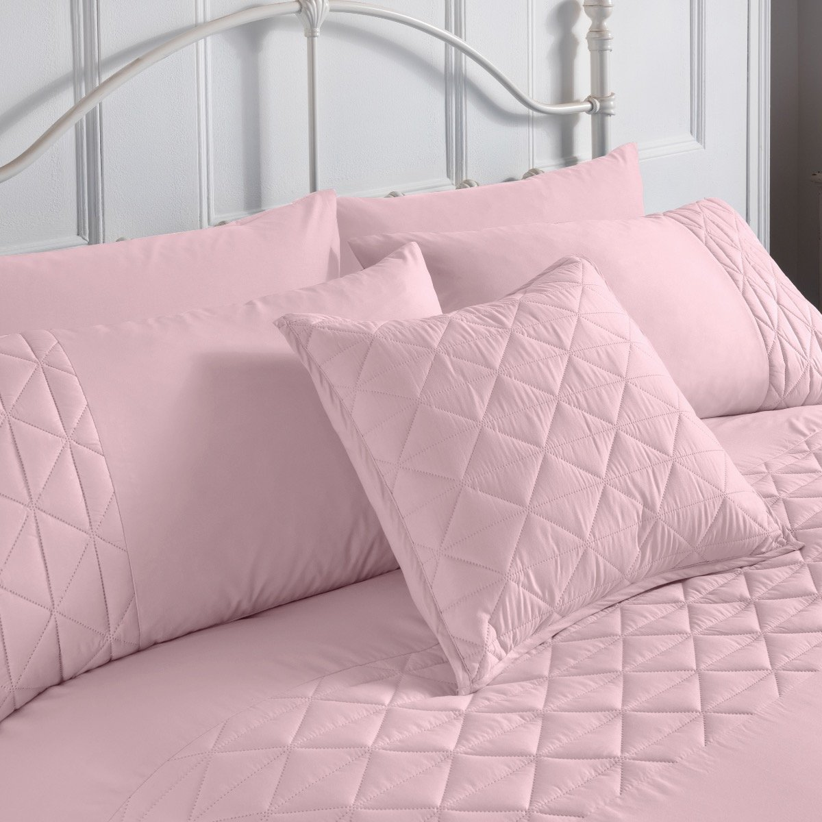 Pinsonic Pink Bedding - Reversible Duvet Cover and Pillowcase Set