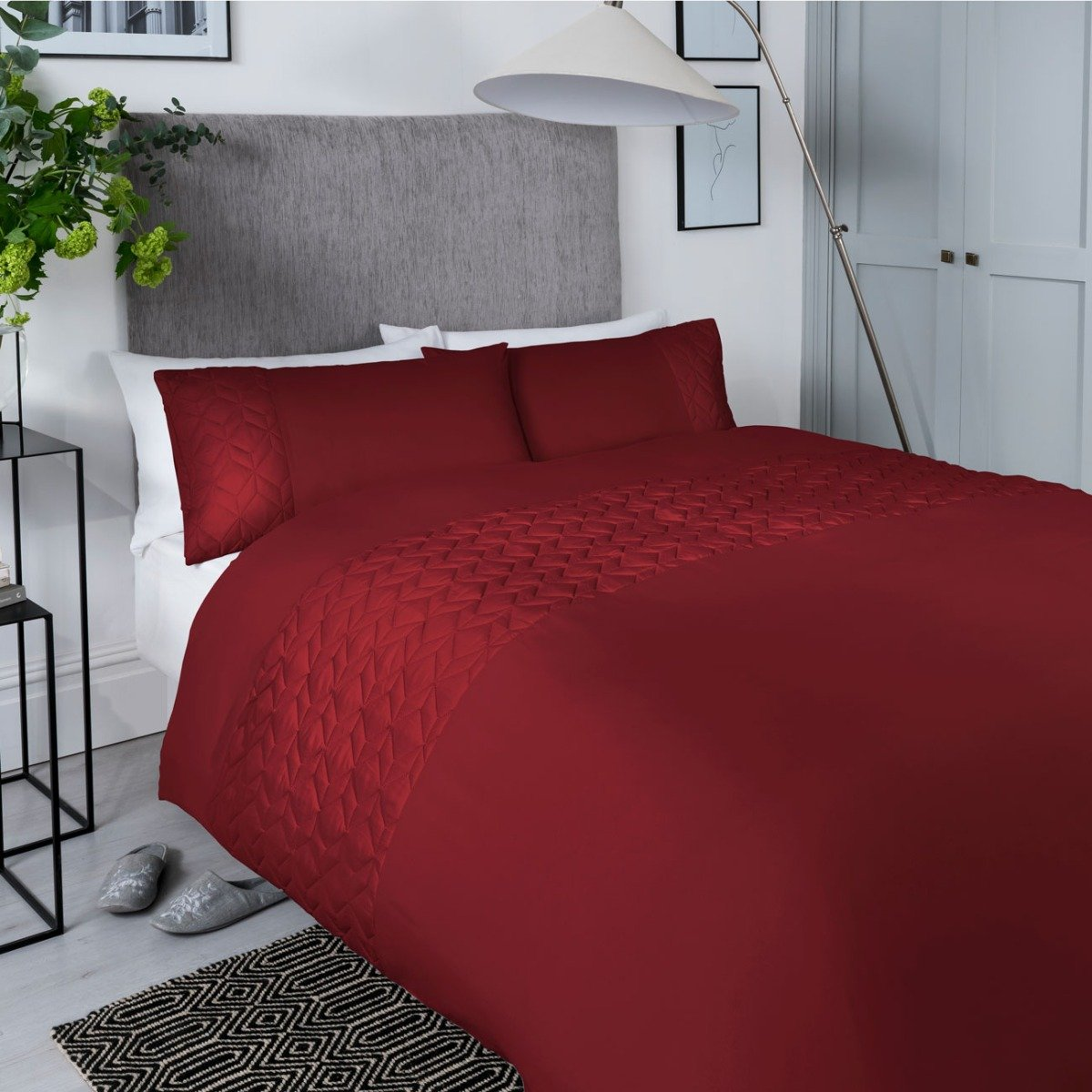 Pinsonic Cube Red Bedding - Reversible Duvet Cover and Pillowcase Set